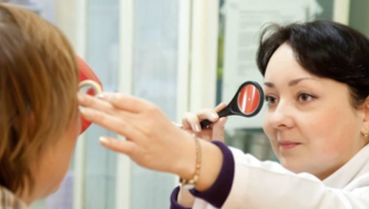 Optomoterist checking eyes